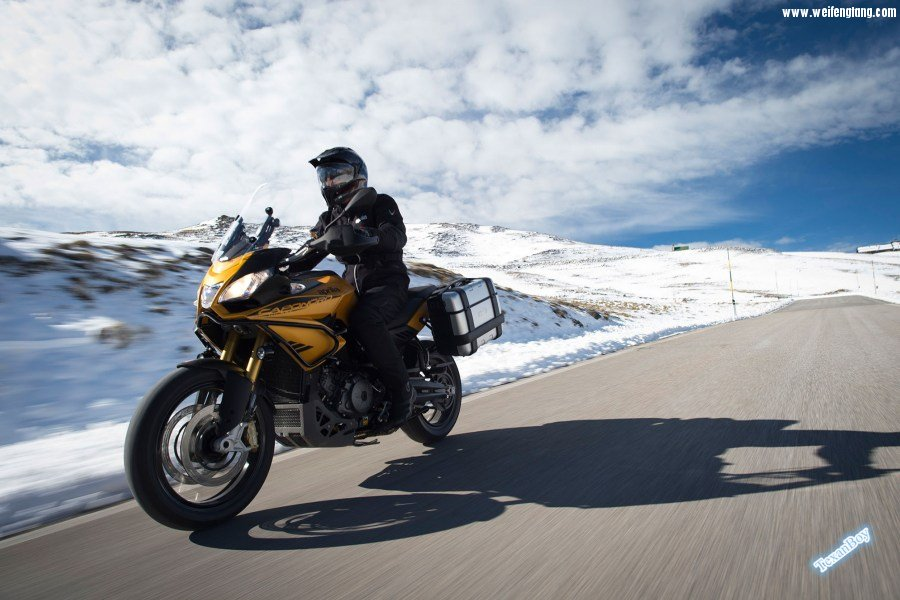 2016-Aprilia-Caponord-1200-ABS-R.01.jpg