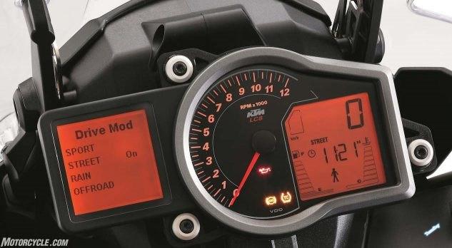 033017-2017-KTM-1090-Adventure-R-gauges-633x348.jpg