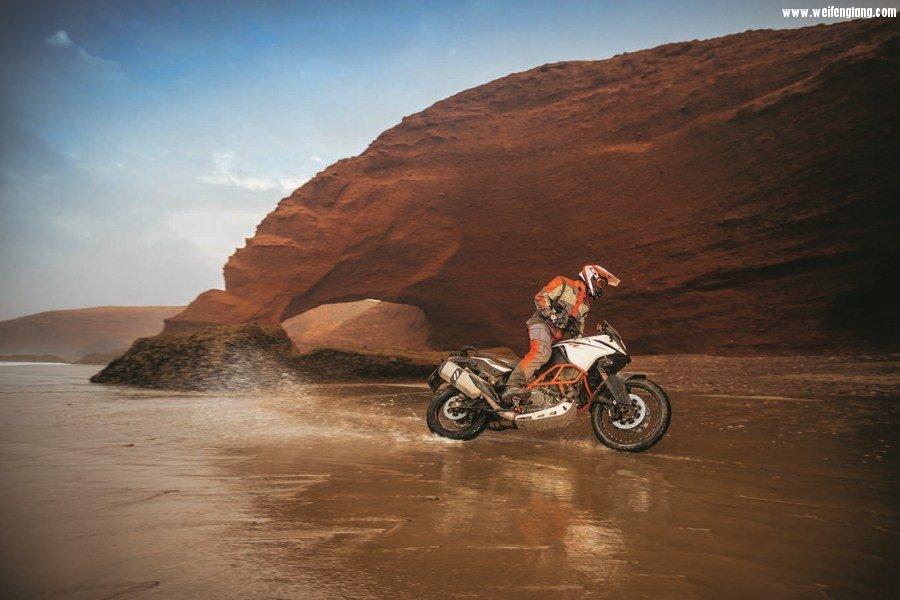 2017-KTM-1090-Adventure-R-04.jpg