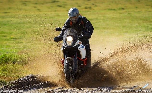 033017-2017-KTM-1090-Adventure-R-mud-633x388.jpg