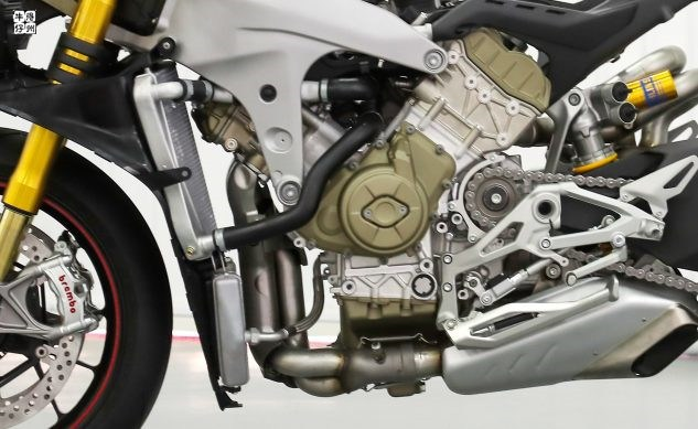 120418-2018-ducati-panigale-v4-s-speciale-no-fairing-engine-oil-cooler-633x389.jpg